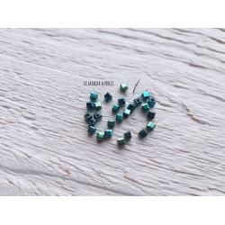 Perles CUBES 2 mm Métal Green  x 25