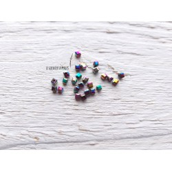 Perles CUBES 2 mm Pétrole AB  x 25