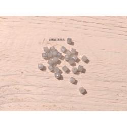 Perles CUBES 4 mm Light Gris Opal X 25