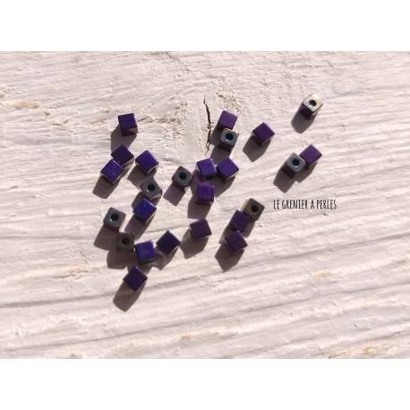 Perles CUBES 2 mm Hématite Violet  x 25