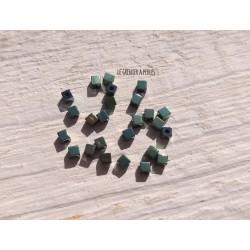 Perles CUBES 2 mm Hématite Vert  x 25