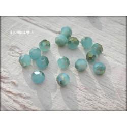 Perles Rondes Facettées 4 mm Light Bleu Maya AB2x X 25