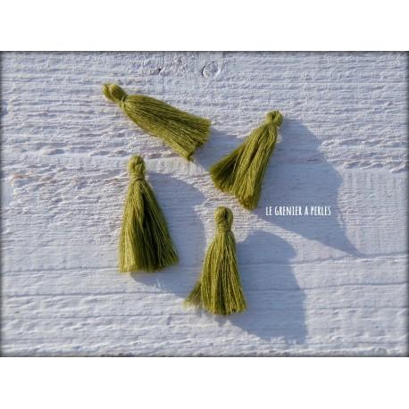 Petits Pompons ( fils de coton ) Vert Olive X 4