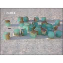 Perles CUBES 4 mm Turquoise Opal AB x 25