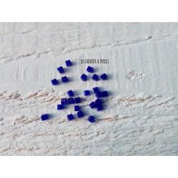 Perles CUBES 2 mm Cobalt x 25