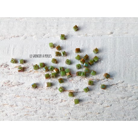 Perles CUBES 2 mm Olivine Irisé x 25