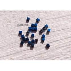 Perles CUBES 2 mm Hématite Bleu  x 25