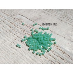 25 Perles CUBES 2 mm Vert Opaline