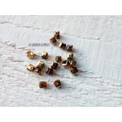 Perles CUBES 4 mm Black Golden x 25
